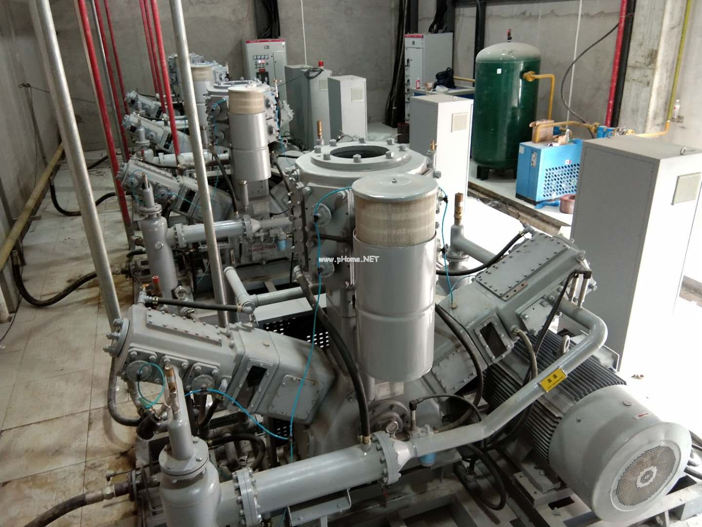 PET blowing oil free high-pressure air compressor station put into use